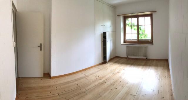 2. OG - Kinderzimmer inkl. Einbauschr�nke, Korkwand und Fenster richtung Gartensitzplatz.