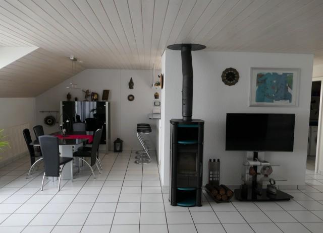 Familienfreundliche Dachwohnung mit viel Charme 28802487