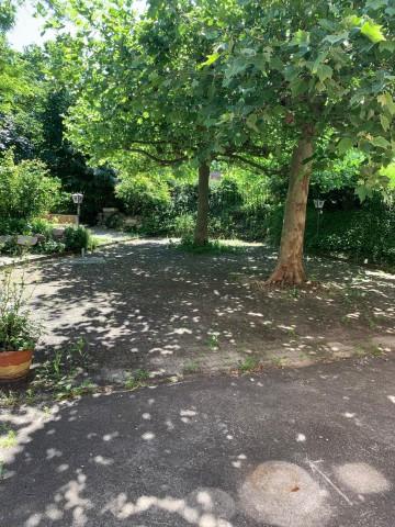 Grossartiger Garten direkt neben dem Bächlein