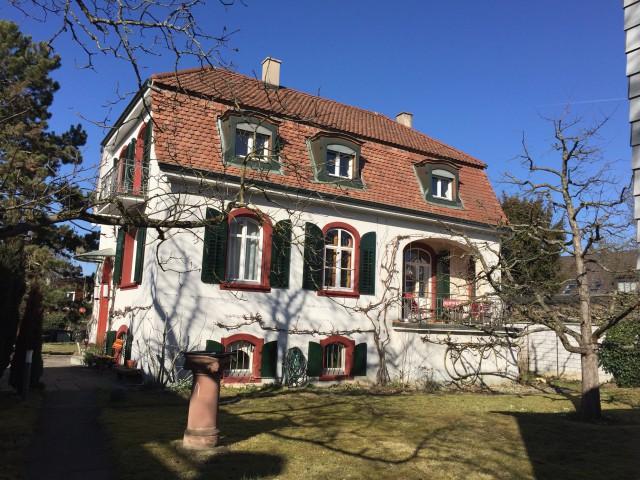 Herrschaftliches Haus mit grossem Garten 30701895