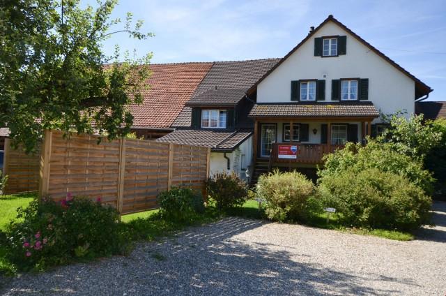 Geräumiges 6.5 Zimmer Haus mit mehreren Sitzplätzen 22107053