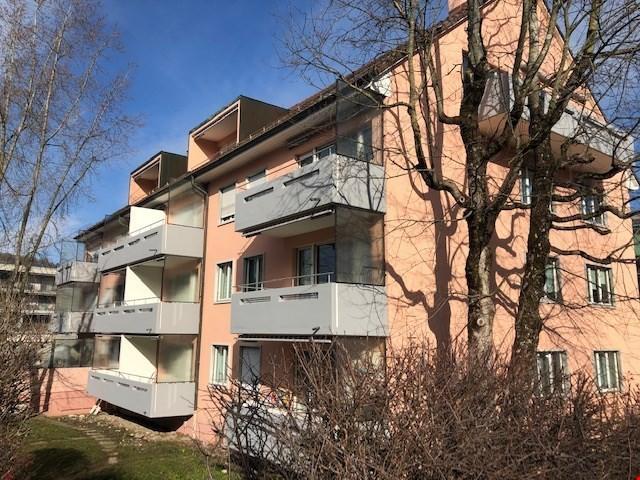 Wohnen in einer renovierten Wohnung an äusserst zentraler La 32723911