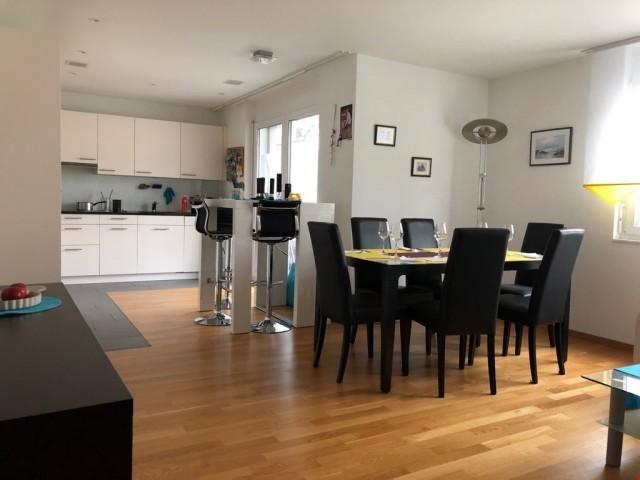Perfekt 2.5-Zimmer-Whg mit grosser Wohnküche + sonniger Terr 32370179