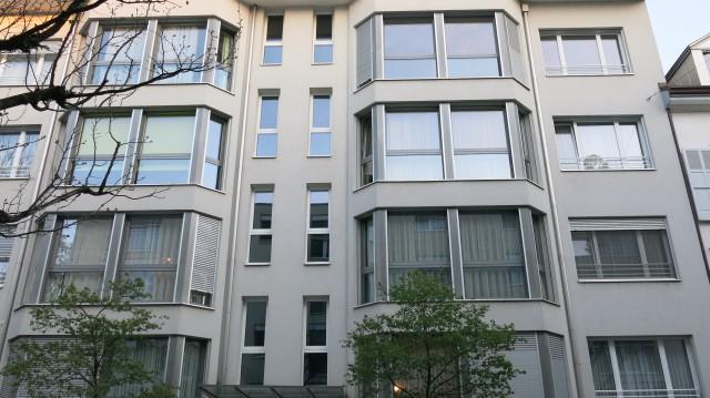 Sehr schöne, zentral und ruhige gelegene 4,5 Zi. Wohnung ink 24037627