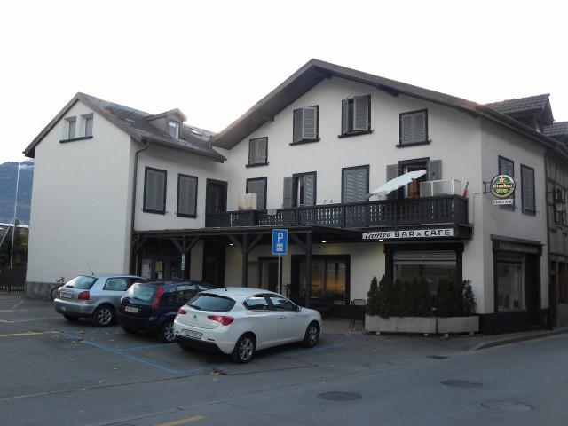 Immeuble villageois avec 4 appartements et 1 commerce 27445155