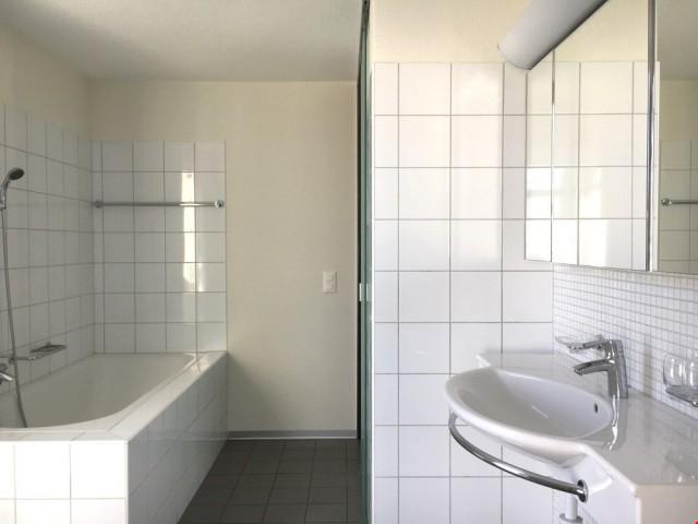 Badezimmer (direkter Zugang ab Schlafzimmer)