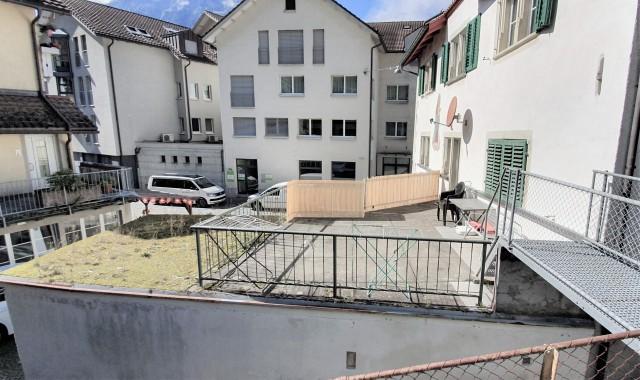 Familien-Altbauwohnung mit grosser Sonnenterrasse 31151677