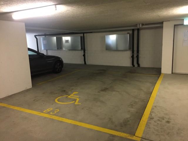 Extra lang und extra breit: Parkplatz in Tiefgarage 23815614