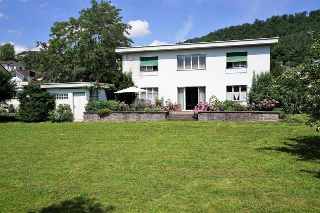 Wohnhaus in zentraler Lage mit grosszügigem Umschwung 24795554