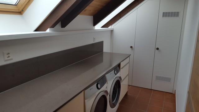 Küche 2, Waschmachine, Tumbler, Vorratsraum