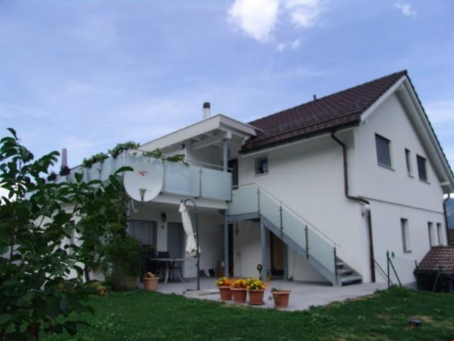 TOP ! Modernes 9.5 Zi.-Zweifamilienhaus an sehr guter Lage 27309244