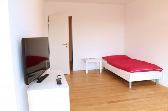 modern möbliertes Zimmer in Zug 23297189