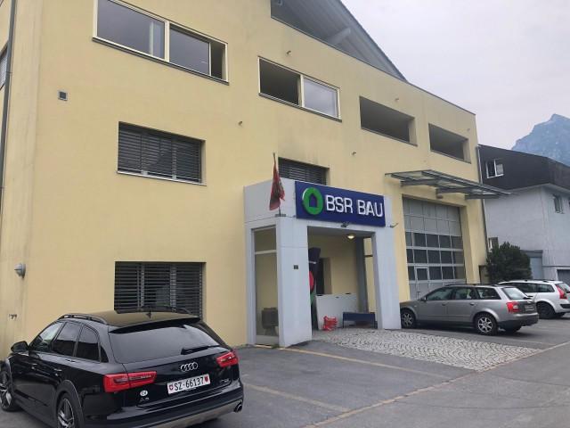 Halle für Gewerbe mit Büro, Empfang, WC Damen und Herren 31944149
