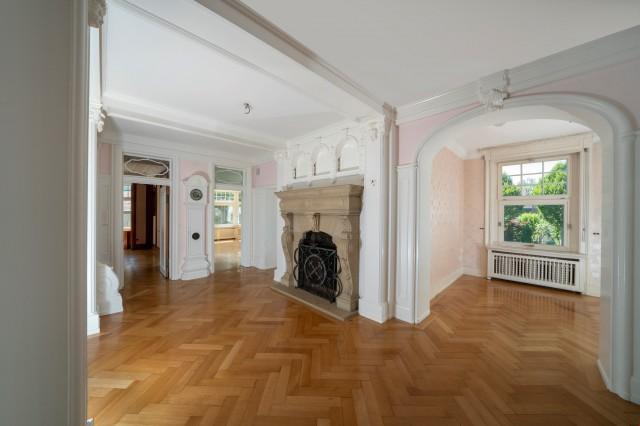 Herrschaftliche Neubarock-Villa mit Sommerhaus und 4000 m2 U 25188525