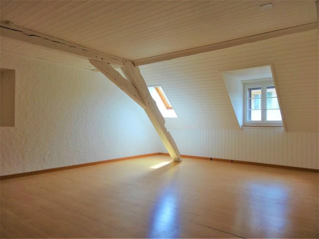 Charmante 2.5-Zi. Dach-/Maisonette-Wohnung 25486875