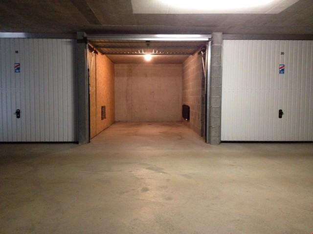 Abschliessbare Garage mit Stromanschluss und Licht 20336389