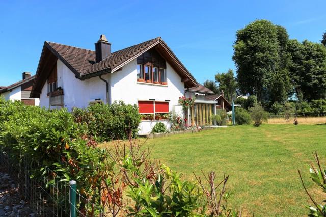 Neuwertiges Zweifamilienhaus an ruhiger, herrlicher Wohnlage 23526874