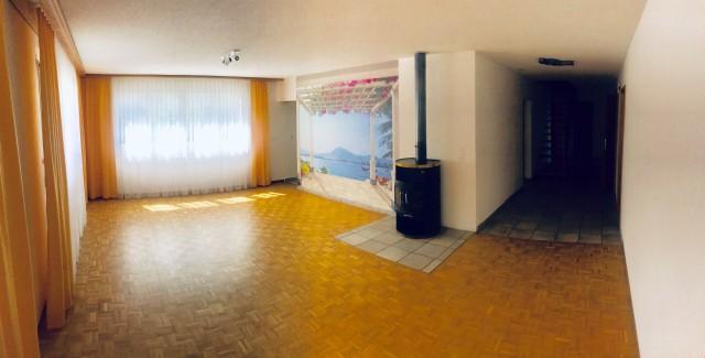 Wohnzimmer mit Cheminéeofen