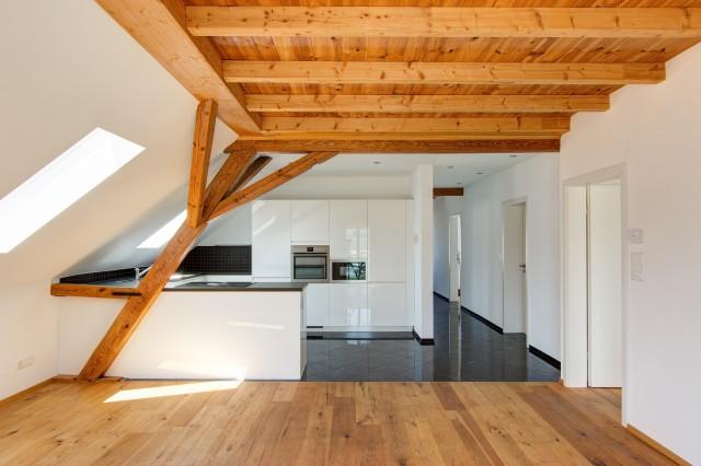 Wundervolle Dachwohnung an ruhiger und erholsamen Lage 32696761