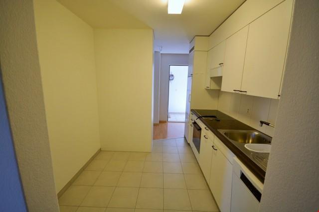 Single Wohnung mit Balkon 31547173