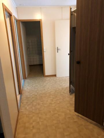 Viel Stauraum im Korridor mit 3 Einbauschränken