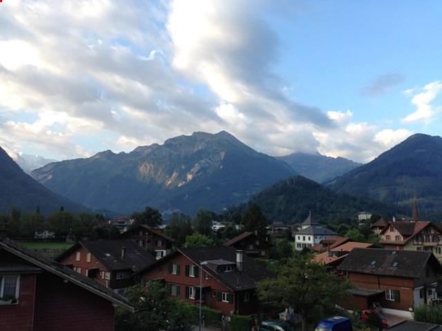 Schöne Dachwohnung mit Aussicht im Herzen von Interlaken 32403175