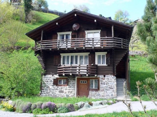 Kleines Haus mit Garten und Balkon 31519286