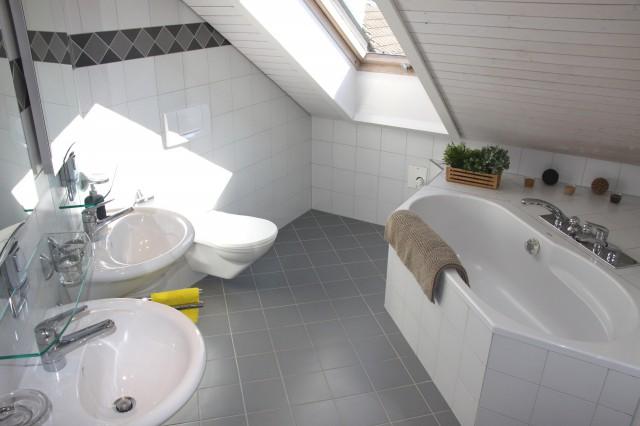 Lichtdurchflutete 4.5-Zimmer-Dachwohnung mit Schwedenofen 21624518
