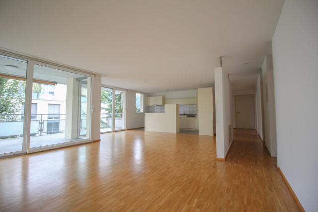 Schöne 5.5-Zimmerwohnung an ruhiger Wohnlage mit grossem Bal 30994650