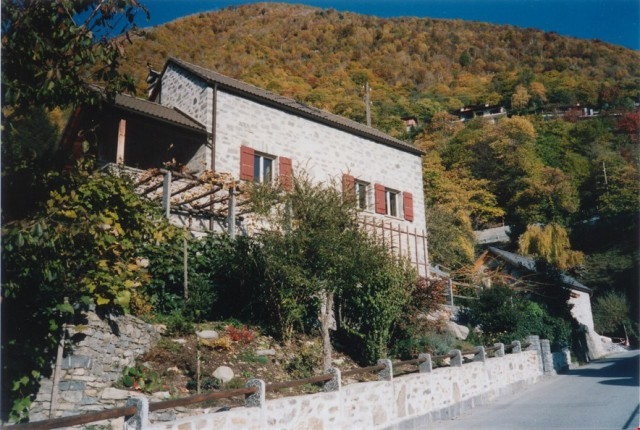 Haus mit prachtvollem Blick auf den Lago Maggiore 22107078