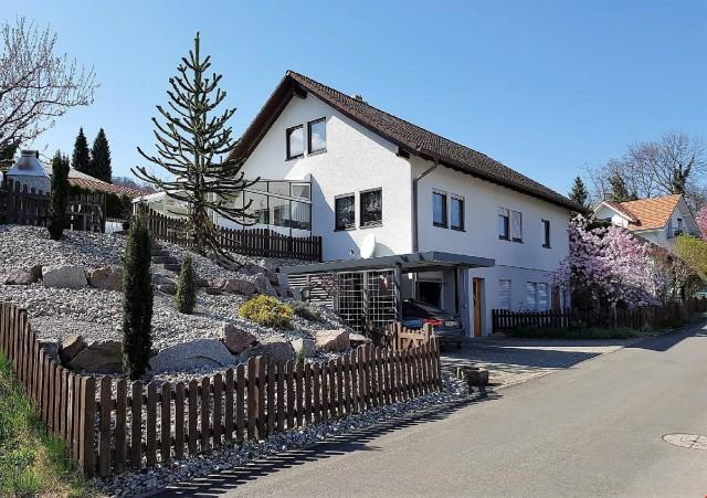 Einfamilienhaus mit Einliegerwohnung und Wintergarten 23675537