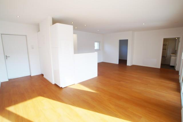 Helle und moderne 2 ½ Zimmer Wohnung mit Balkon 26358140