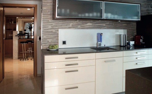 Sonniges Luxus-Penthouse mit Klimaanlage, Marmorböden + Pano 28775433