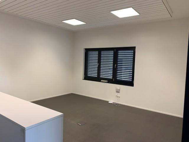 42 m2 Gewerberaum mit Mitbenützung der Personalnebenräumen 32682597