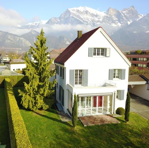 Grosszügiges Einfamilienhaus (191m2) an sehr privilegierter  22084626