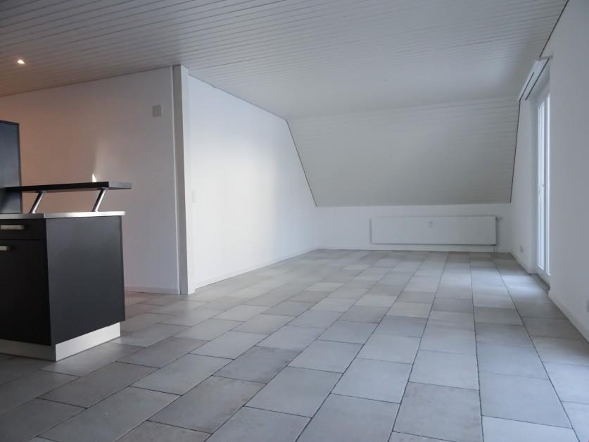 Miete: grosszügige und top moderne Dachwohnung