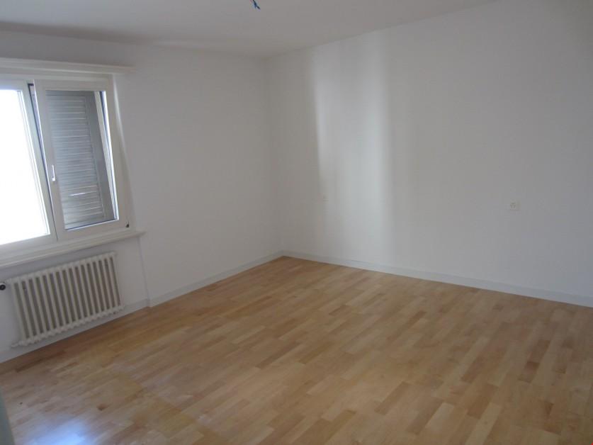 Miete: Wohnung in Mehrfamilienhaus
