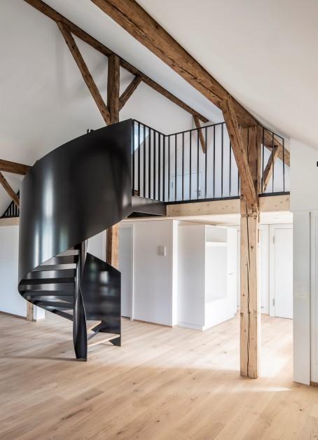 Miete: Loft-Altbauwohnung mit Galerie und Balkon