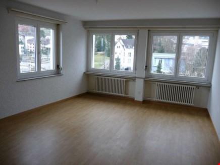 Miete: schöne, helle und grosse Wohnung