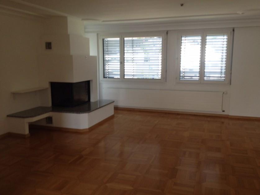 Miete: renovierte Wohnung mit Chemineè