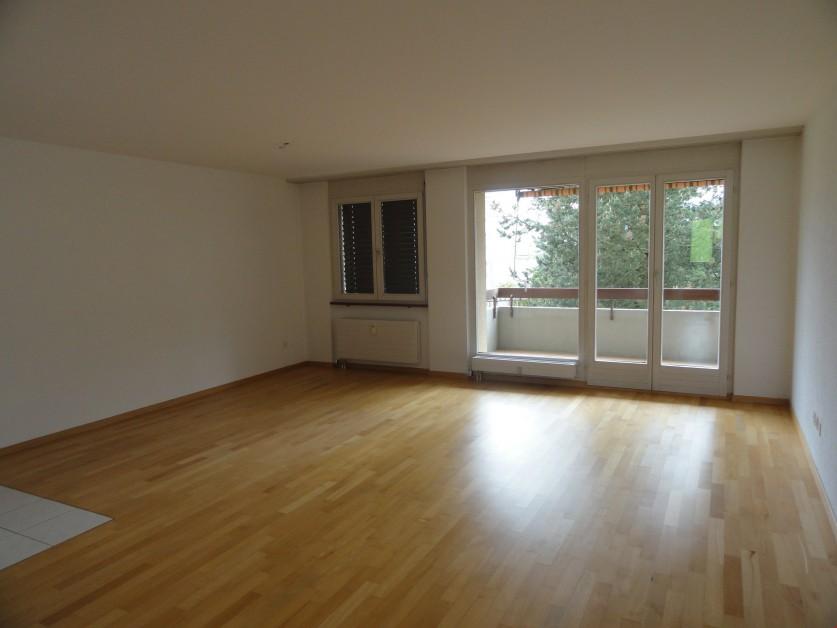 Miete: sonnige Wohnung mit Balkon