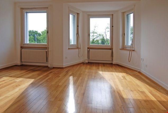 Miete: Altbauwohnung mit schönem Erkerzimmer
