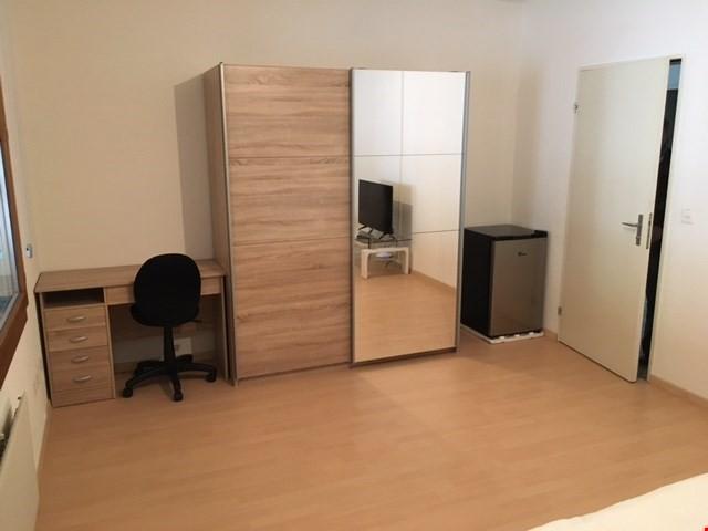 Miete: möblierte Zimmer mit wöchentlicher Reinigung