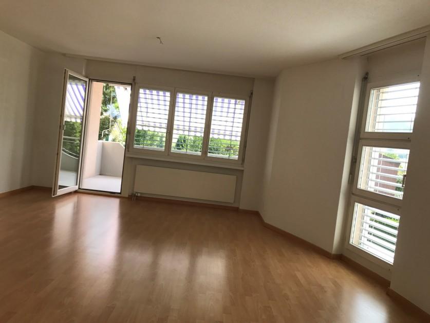 Miete: Wohnung mit Balkon an sonniger Lage