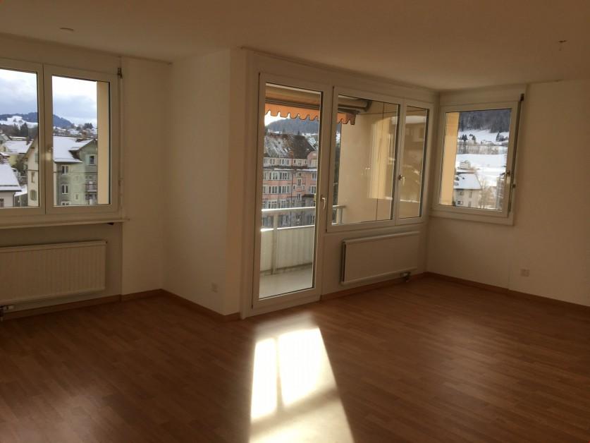 Renovierte Mietwohnung mit Balkon