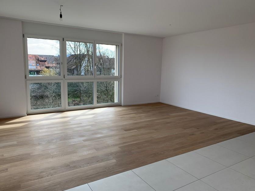 Miete: top-moderne Wohnung, Überbauung Brunnenrain