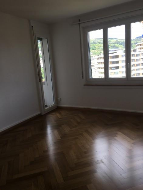 Miete: Renovierte Wohnung mit Balkon