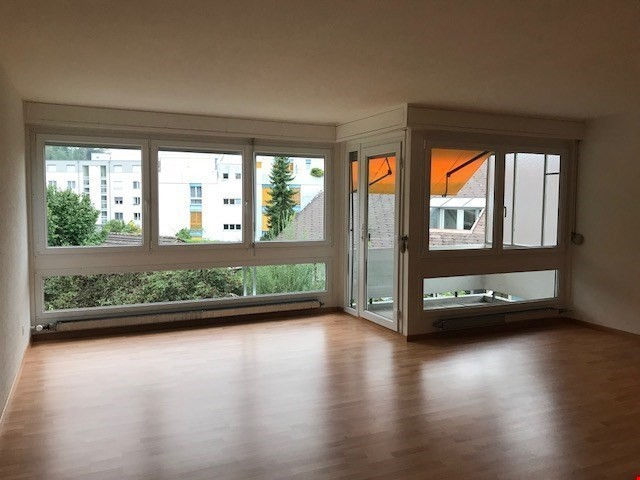 Miete: sonnige und sch�ne Wohnung mit Balkon