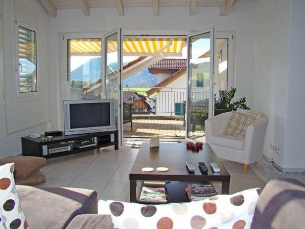 moderne 3 1 2 zimmer wohnung mit grossem balkon in. Black Bedroom Furniture Sets. Home Design Ideas