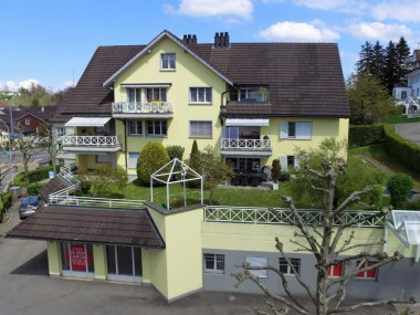 Attraktive 4.5 Zi. Wohnung mit Cheminée und Balkon